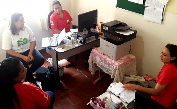 Analista da Abrinq se reúne com assistentes sociais e pedagoga do Lar do Pequeno Assis